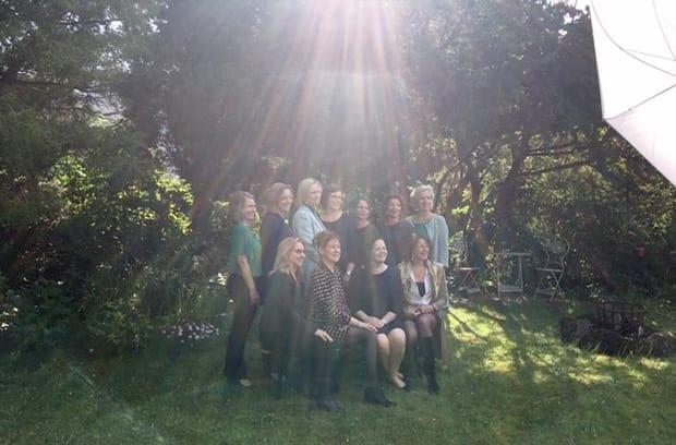 zonnestralen van boven op ons team