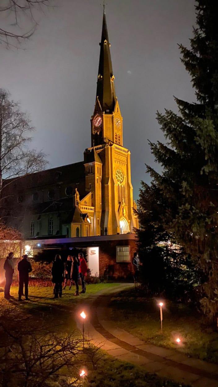 kerk-met-fakkels
