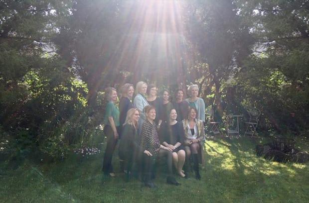 zonnestralen-van-boven-op-ons-team